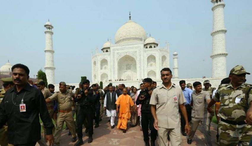 Yogi Adityanath at taj Mahal